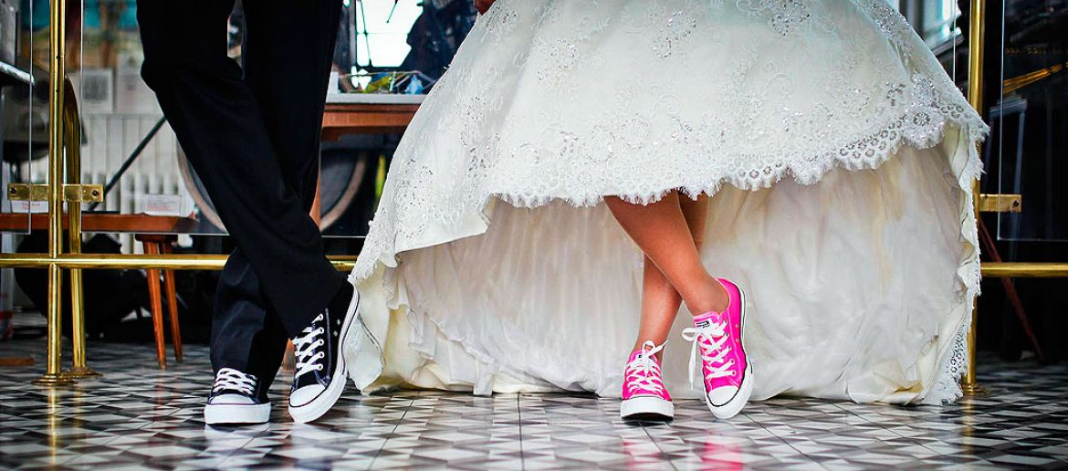 Tendencias zapatos bodas 2018: zapatos de color para novias