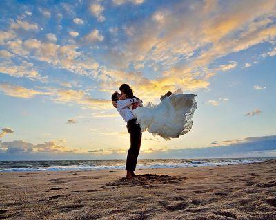 ¿Boda en la playa? Hay un traje de invitado para cada tipo de boda