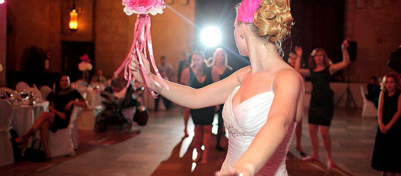 Ideas diferentes para lanzar el ramo de novia